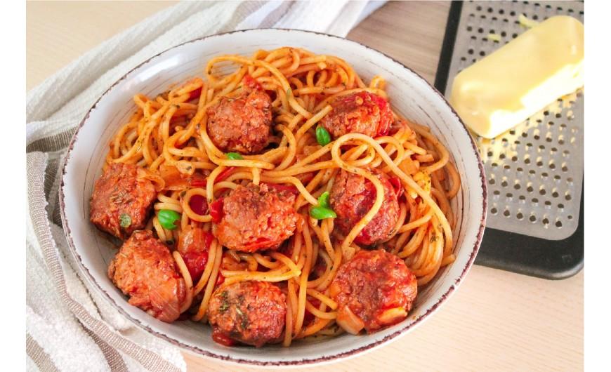 Receta de albóndigas veganas de Heura con espaguetis